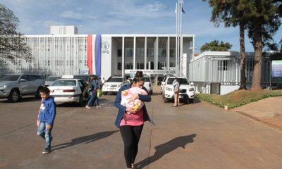 IPS excluye a miles de beneficiarios del seguro social