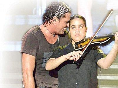 Hallaron sin vida a violinista no vidente