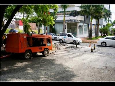 MUNICIPIO EJECUTA TRABAJOS DE REPARACIÓN DE BADENES EN EL CASCO CÉNTRICO