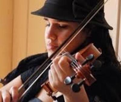 """Hallan sin vida a """"Lucre"""", la talentosa violinista no vidente"""