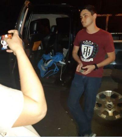 """Presuntos """"fumeros"""" presos con marihuana, proyectiles y cerveza"""