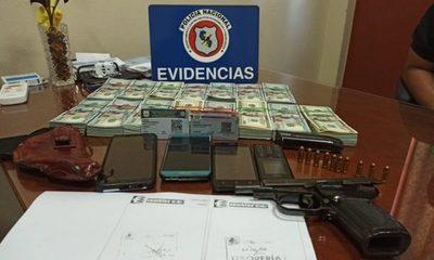 Detienen a dos hombres que trasportaban USD 150 mil y un arma de fuego