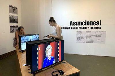 """Miradas críticas a las condiciones de la mujer en muestra """"Asunciones!"""""""