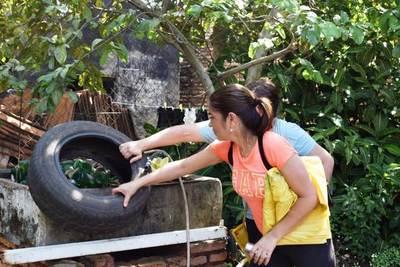 Minga ambiental contra dengue tras muerte de una joven •