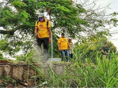 Funcionarios públicos realizaron mingas ambientales contra el dengue