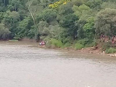 Dos menores desaparecieron en aguas del río Monday