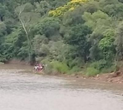 Buscan a menores perdidos en río Monday