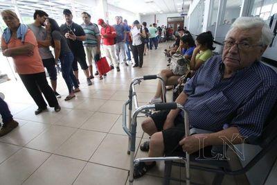 IPS: Registran largas filas de pacientes por cuadros de dengue