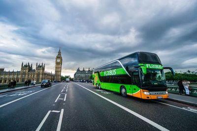 Cómo recorrer Europa sin gastar tanto: En autobús