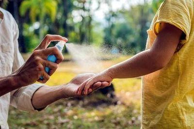 Uso de repelentes complementa protección contra mosquitos