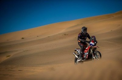 Zapag sigue escalando en el rally Dakar
