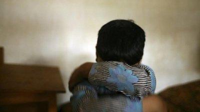 Niño de tres años está en grave estado tras ser arrojado contra una pared por un familiar