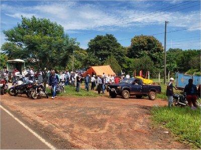 Policía niega que familias campesinas estén rodeadas por civiles armados