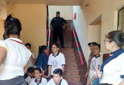 Comuna de Mayor Otaño es tomada por estudiantes que exigen intervención