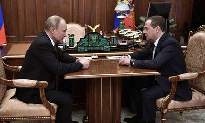 Primer ministro de Rusia anuncia la dimisión del Gobierno