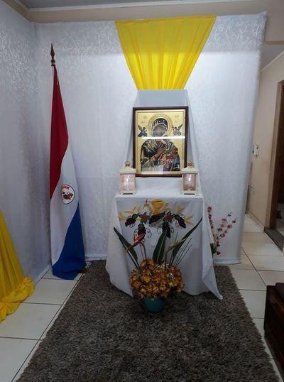 Icono sagrado de la Virgen del Perpetuo Socorro visita Radio Amambay AM