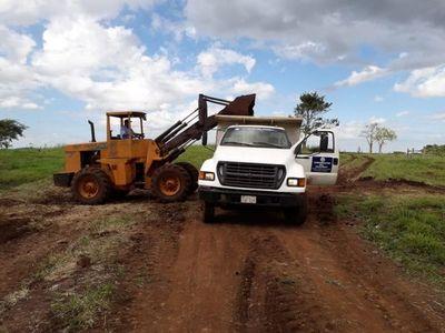 Gobernación encara trabajos de arreglo de caminos en al área rural
