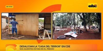 """Desalojan """"Casa del Terror"""" en Ciudad del Este"""