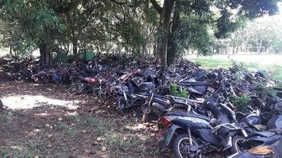Policía impulsa acción legal para deshacerse de miles de chatarras abandonadas