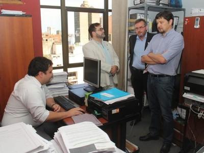 Teléfonos incautados nunca se movieron de su oficina, afirma fiscal