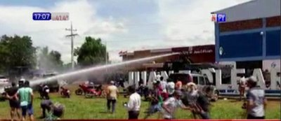 Adherentes del exintendente de Juan E. O'Leary y policías protagonizaron incidentes