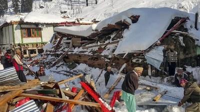Avalancha en Pakistán deja al menos 77 muertos y 94 heridos