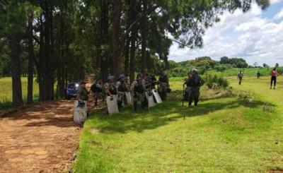 Invasores de Granja Jebai detenidos por desacato
