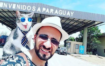 Después de toda una odisea, el gato mochilero llegó a Asunción