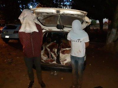 Llevaban 300 kilos de carne en un auto y los aprehendieron