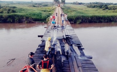 Llamativo incendio de un puente en Yguazú