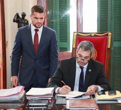 Mario Abdo firmó el decreto que habilita la ejecución del PGN 2020