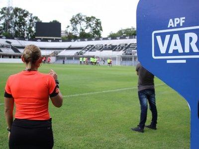 Los árbitros y encargados del VAR para el inicio del Apertura