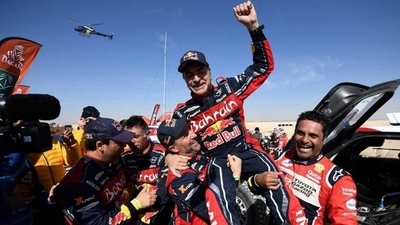 HOY / Carlos Sainz gana su tercer Rally Dakar