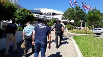 Karina Benítez quedó fuera de la Dirección de Transparencia de la Municipalidad de Asunción y dijo temer por su vida, por lo que pedirá protección
