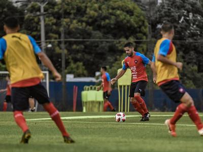 Arce convoca a 19 futbolistas para el estreno del Ciclón