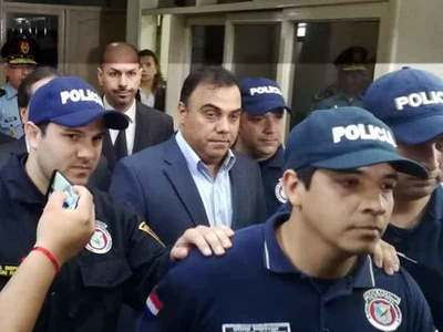 Exfiscal Díaz Verón con permiso para salir 3 veces a la semana de su prisión domiciliaria, afirman