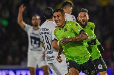 Tres goles paraguayos en un 4-4 infartante