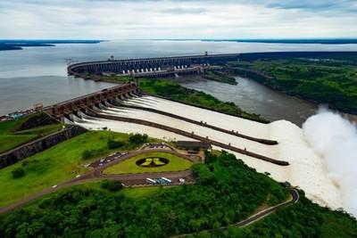 """Negociación de Itaipú: """"Sigue la idea arcaica del monopolio estatal de la Ande"""", sostiene ingeniero."""