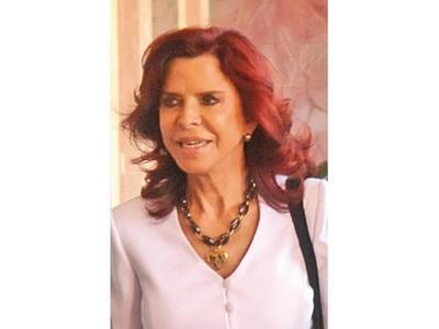 Ministra Peña dejó ayer su cargo por edad límite