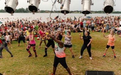 Danza y música en la playa de Hernandarias