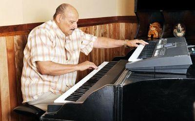 Falleció el pianista Óscar Faella