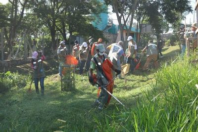 Realizan minga ambiental en Parque Guazú