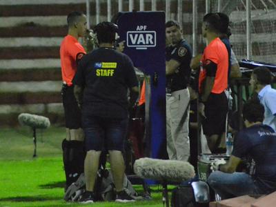 El VAR anula primer gol en la historia del fútbol paraguayo