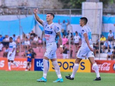 Nacional golea al debutante histórico