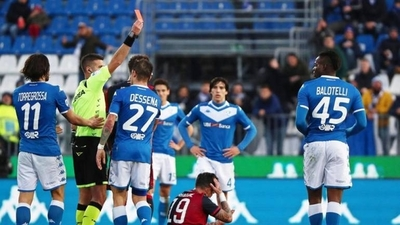 HOY / Balotelli ve la roja a los 8 minutos de saltar al campo
