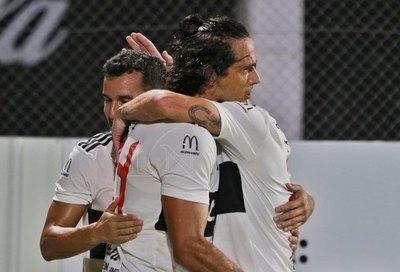 Un inmenso Aguilar le da la primera victoria a Olimpia