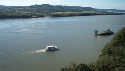 Hallan un cuerpo baleado a orillas del río Paraná