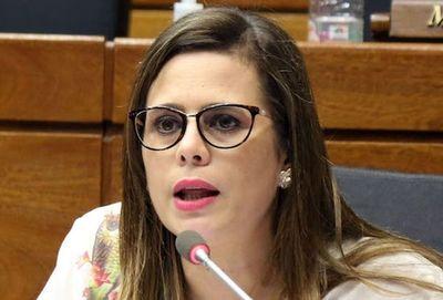 Diputada pide sesión urgente y explicación de ministros ante el Congreso