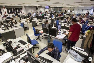 """Denuncian """"ola de despidos"""" en el diario Última Hora"""