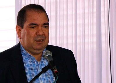 Gobernador sale de vacaciones en plena guerra contra el Dengue